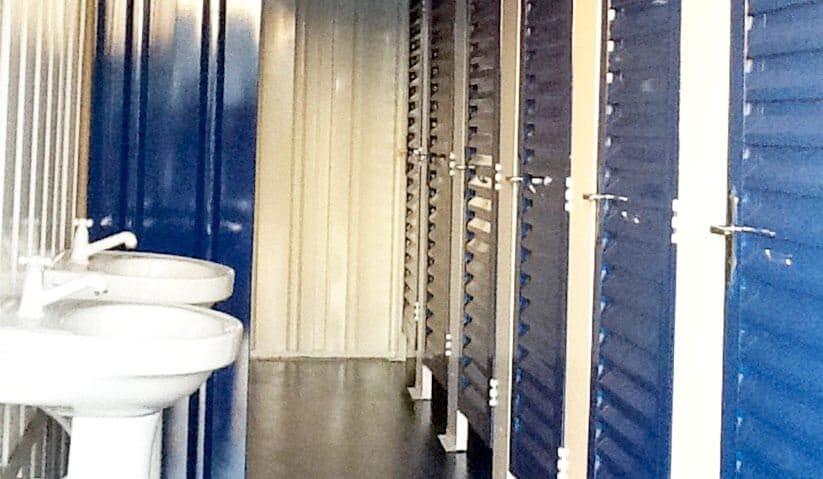 imagem-interna-banheiro-com-chuveiro