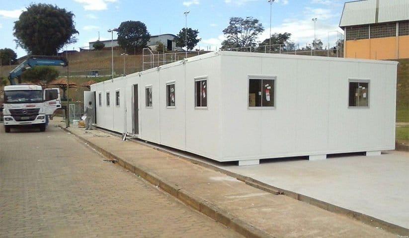 instalacao-dos-containers-habitaveis-em-construcao-modular